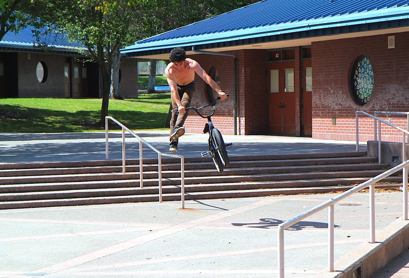 Jonas-down-rail-to-no-foot-can